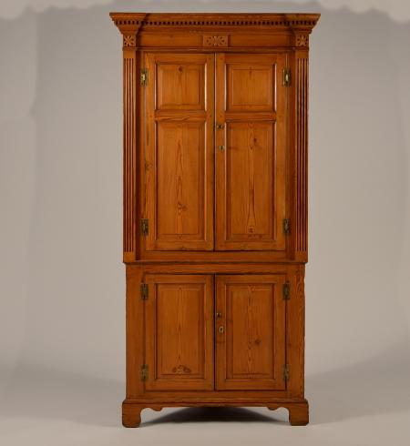 Excellent Corner Cupboard - Corner Cupboard - Dig Antiques